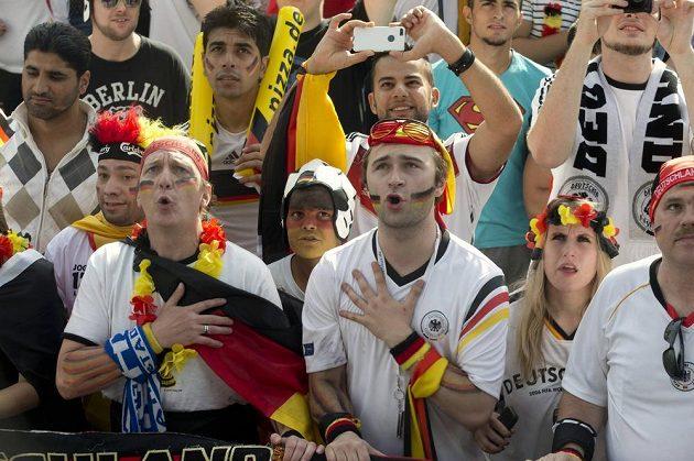 Fanoušci Německa v Berlíně sledují utkání MS proti Portugalsku.