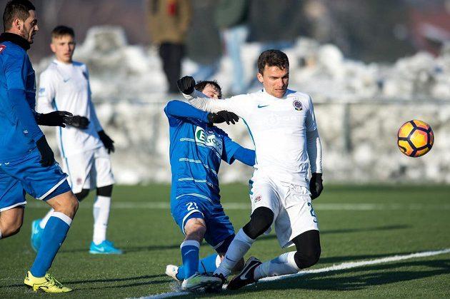 Útočník Sparty Praha David Lafata střílí gól na 2:0 během přípravého utkání proti Ústí nad Labem.