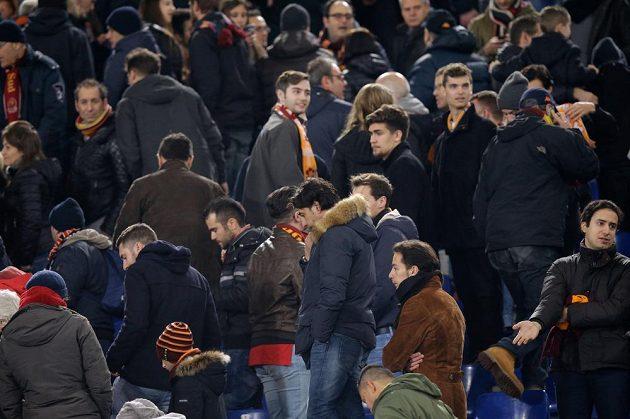 Zklamaní příznivci AS Řím při utkání s Realem Madrid.
