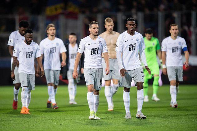 Fotbalisté Sparty Praha (vpředu): Alexandru Chipciu a Golgol Mebrahtu po utkání 10. kola v Plzni, kde Letenští prohráli 0:1.