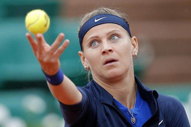 Lucie Šafářová během svého prvního duelu v Paříži.