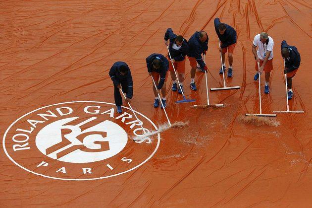 Povodeň na kurtech Roland Garros.