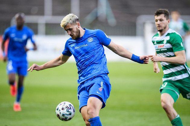 Matěj Chaluš ze Slovanu Liberec během utkání na Bohemians.
