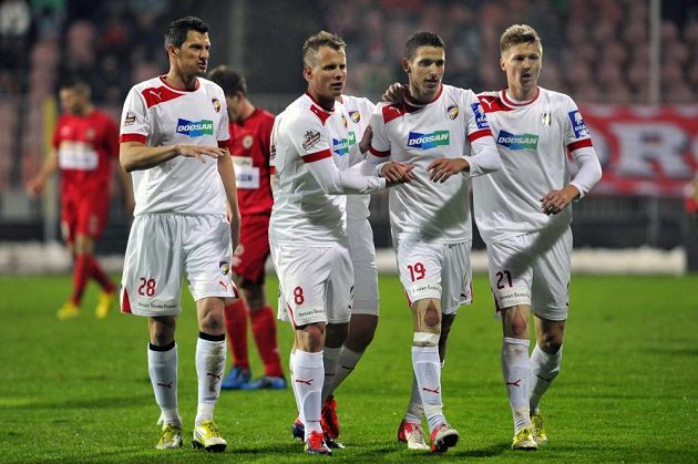 Radost plzeňských fotbalistů - zleva Marián Čišovský, David Limberský, Jan Kovařík a Václav Procházka.