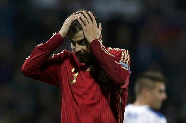 Smutný Gerard Piqué ze Španělska.