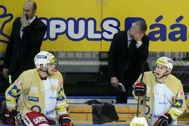 Zdrcený trenér Slavie Dušan Gregor (vpravo) a jeho asistent Josef Beránek. Pražané utržili v Tipsport extralize další debakl.