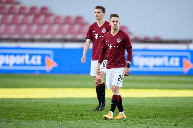 Zklamaní fotbalisté Sparty Tomáš Wiesner a David Pavelka po utkání semifinále MOL Cupu se Slavií.