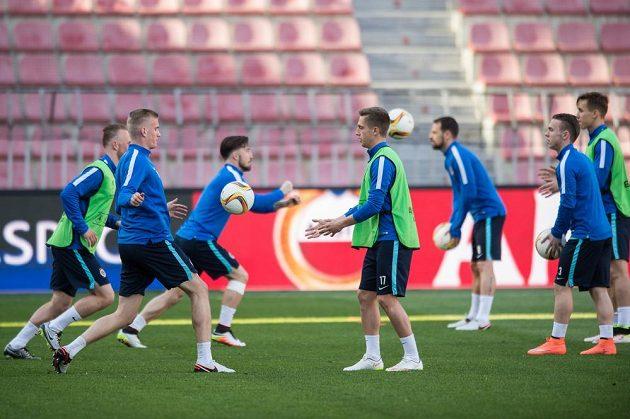 Dorostenci Sparty Daniel Köstl (vlevo) a Tomáš Wiesner během tréninku před odvetou čtvrtfinále Evropské ligy se španělským Villarrealem.