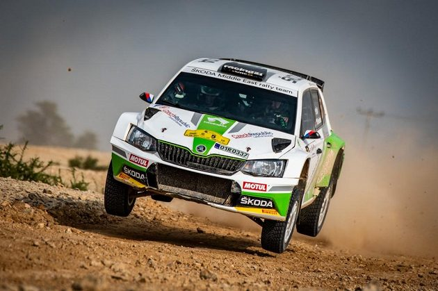 Vojtěch Štajf ve Škodě Fabii R5 na trati Katarské rallye.