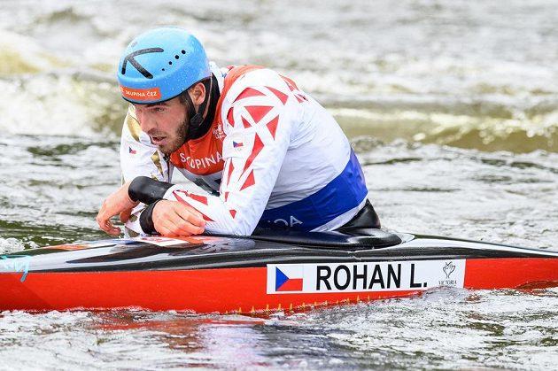 Lukáš Rohan v cíli finále SP ve vodním slalomu.