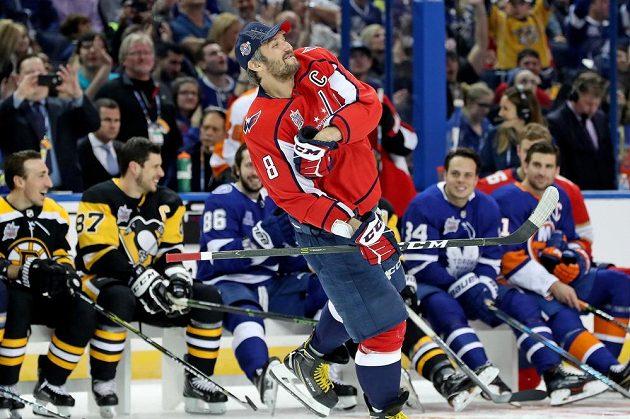 Ruský hokejista Alexandr Ovečkin je výborný hokejista, ale také showman.