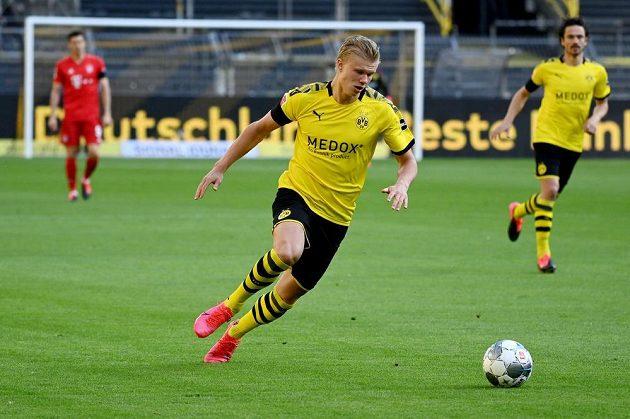 Dortmundský kanonýr Erling Braut Haaland při zápase s Bayernem.