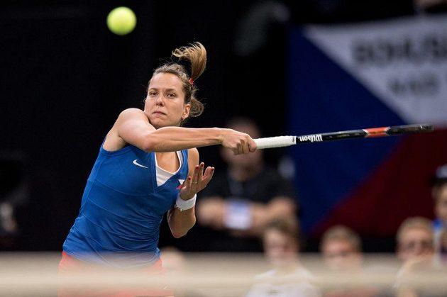 Česká tenistka Barbora Strýcová během rozhodující čtyřhry ve finále Fed Cupu.