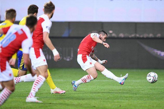 Nicolae Stanciu dává vyrovnávací gól