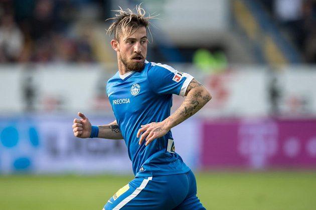 Záložník Lukáš Vácha v dresu Slovanu Liberec během utkání s Plzní.