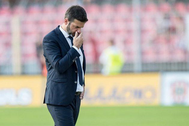 Trenér Sparty Praha Andrea Stramaccioni během utkání v Brně.