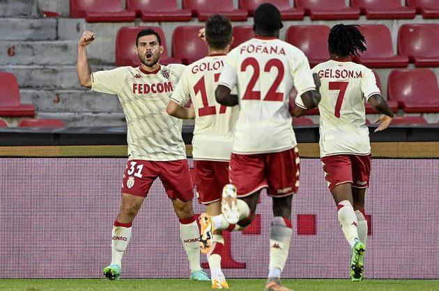 Kevin Volland z Monaka (vlevo) se raduje z gólu.