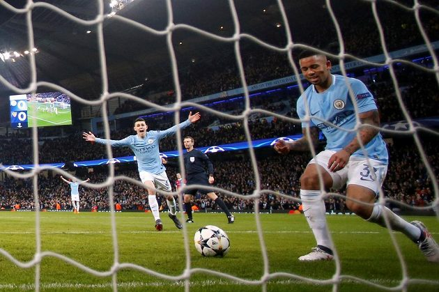 Gabriel Jesus z Manchesteru City dává první gól v odvetě proti Basileji.