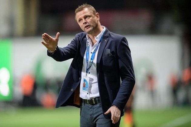 Trenér Baníku Ostrava Radim Kučera gestikuluje během duelu s Bohemians.