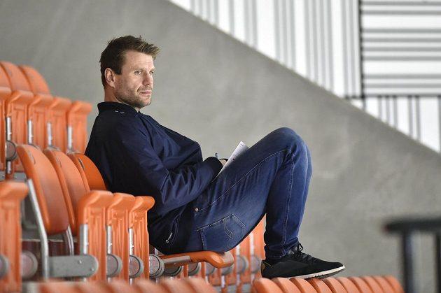 Trenér juniorského reprezentačního týmu Václav Varaďa sledoval zápas z hlediště.