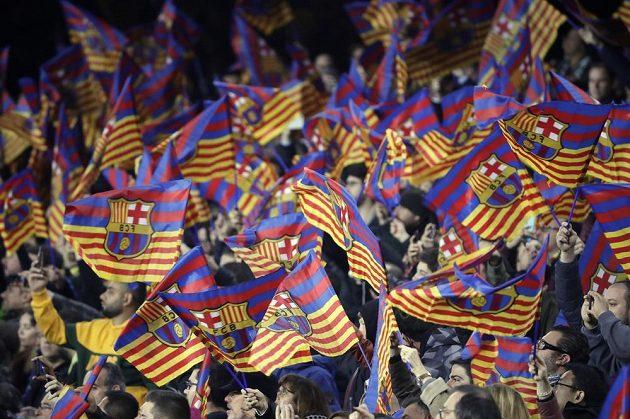 Fanoušci Barcelony během utkání s Realem Madrid