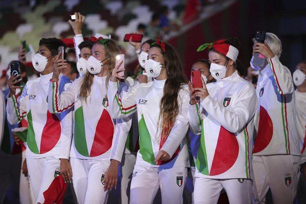 Italští sportovci si užívají zahajovací ceremoniál LOH 2021 v Tokiu.