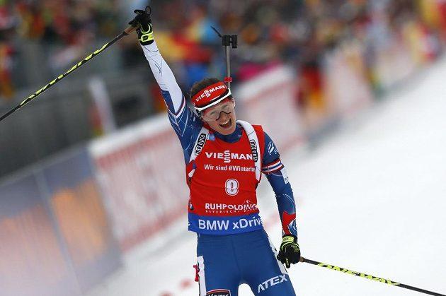 Veronika Vítková slaví po úžasném finiši bronz v závodě s hromadným startem v Rupholdingu.