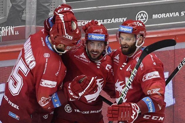 Hráči Třince se radují z třetího, vítězného gólu v prodloužení. Zleva Tomáš Marcinko, autor gólu Erik Hrňa a Martin Růžička.