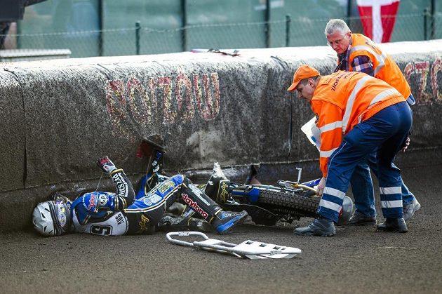 Australan Jason Doyle při jednom z mála pádů při pražské GP.