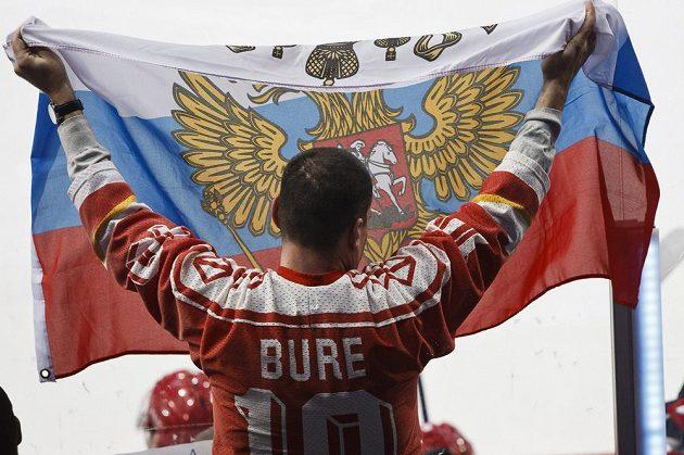 Ruský fanoušek během finále MS do 20 let ve Finsku.