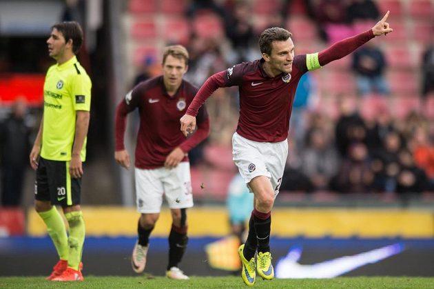 David Lafata ze Sparty oslavuje svůj druhý gól proti Příbrami.