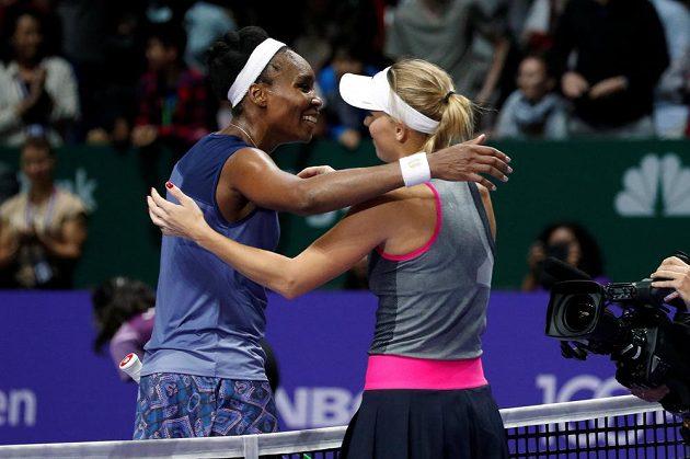 Gratulace. Dánka Caroline Wozniacká porazila na Turnaji misrtryň v Singapuru Američanku Venus Williamsovou.