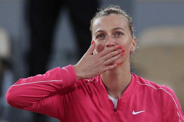 Petra Kvitová se raduje z postupu do čtvrtfinále French Open
