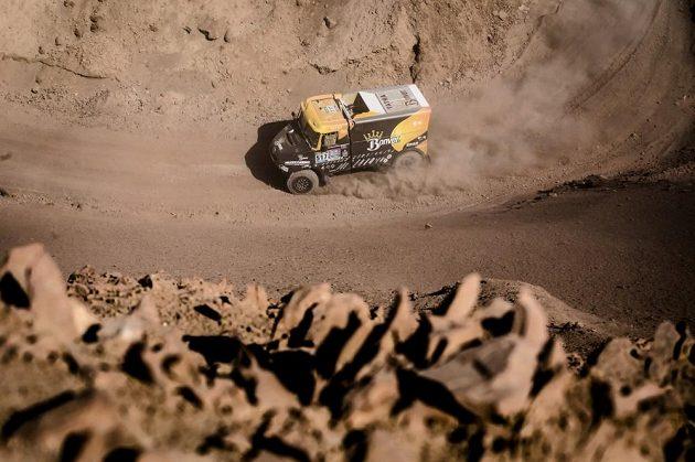 Tomáš Vrátný s tatrou na trati 8. etapy Rallye Dakar.