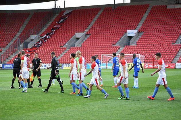 Fotbalisté Slavie a Liberce nastupují na prázdný stadion v Edenu
