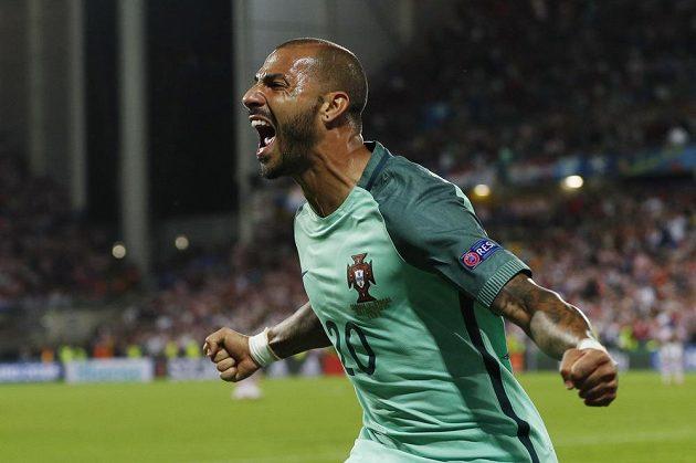 Portugalec Ricardo Quaresma oslavuje vítězný gól proti Chorvatsku.