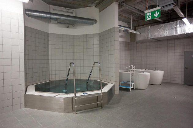 Rehabilitační bazény v kabině třineckého celku.