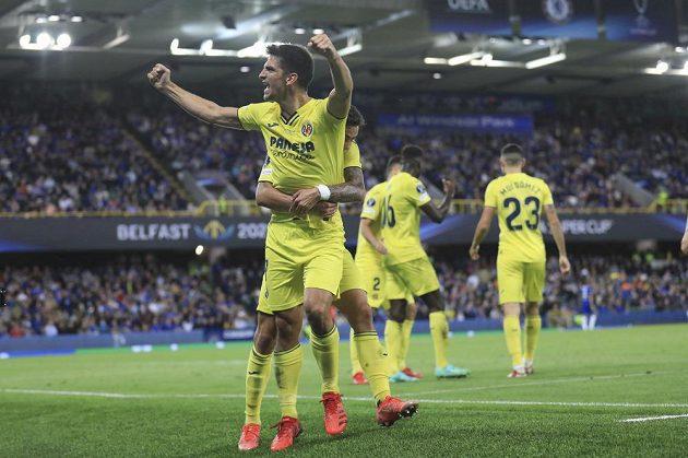 Gerard Moreno z Villarrealu se raduje z vyrovnávací branky proti Chelsea.