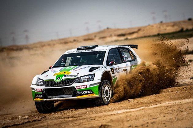 Vojtěch Štajf s navigátorkou Veronikou Havelkovou ve Škodě Fabii R5 na trati Katarské rallye 2018.