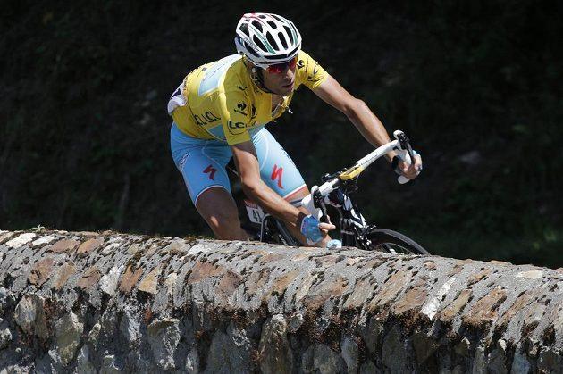 Italský cyklista Vincenzo Nibali během 16. etapy Tour de France.