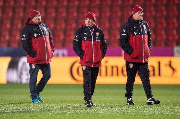 Jaromír Šeterle (vlevo), Karel Jarolím (uprostřed) a Miroslav Koubek během tréninku národního týmu.