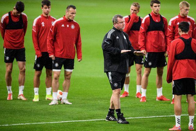 Trenér Sparty Praha Pavel Vrba během tréninku před utkáním s Bröndby v Kodani.
