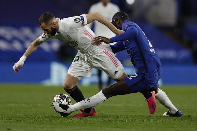 Karim Benzema hledá cestu k brance Chelsea