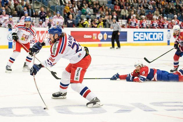 Lukáš Kašpar střílí svůj druhý gól v zápase proti Norsku.