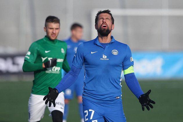 Zklamaný Milan Baroš z Liberce v derby s Jabloncem.
