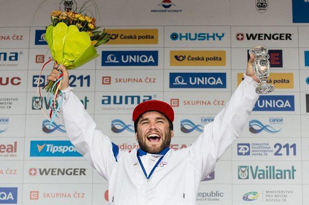 Bronzový vodní slalomář Vavřinec Hradilek po finále K1 muži během Světového poháru ve vodním slalomu na kanále v pražské Tróji.