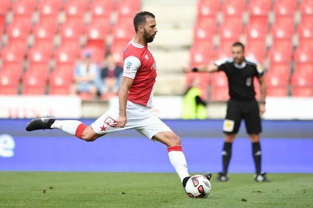 Josef Hušbauer ze Slavie proměňuje penaltu proti Jihlavě.