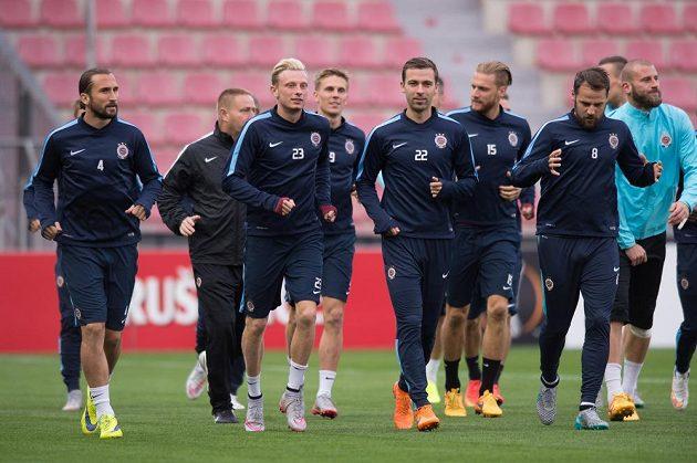 Fotbalisté Sparty (zleva) Petr Jiráček, Ladislav Krejčí, Josef Hušbauer a Marek Matějovský během předzápasového tréninku na Letné.