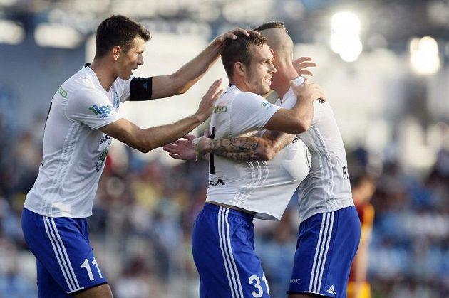Mladoboleslavský hrdina Stanislav Klobása (uprostřed) se raduje z gólu.