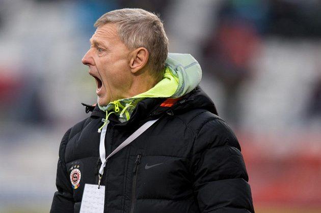 Trenér Sparty Praha Zdeněk Ščasný během utkání 21. kola Synot ligy v Olomouci.
